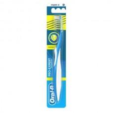 Зубная щетка Oral-B ProExpert Антибактериальная средняя жесткость