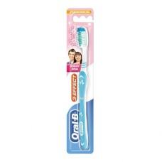 Зубная щетка Oral-B 3 Effect Деликатное отбеливание средняя жесткость