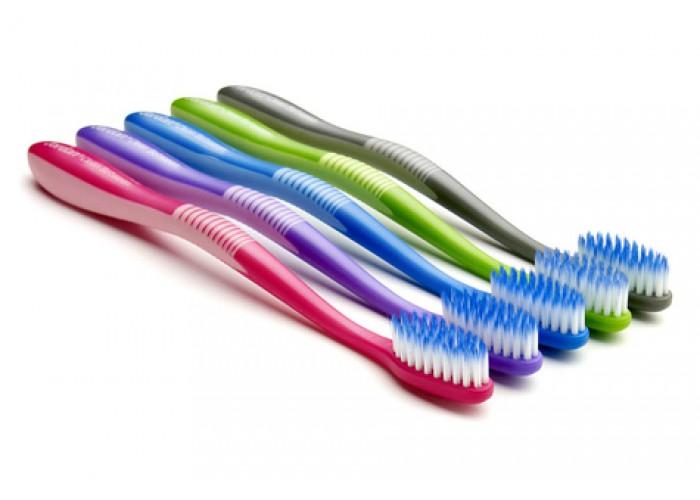 Зубная щетка Jordan Clean Between средняя жесткость