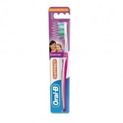 Зубная щетка Oral-B 3 Effect Classic средняя жесткость